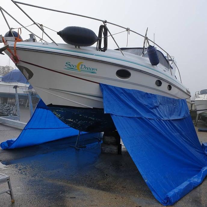 southern_dustless_blasting on IG - 31ft fairline targa antifouling paint removal - 1